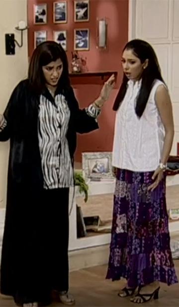 Maya stays with Monisha